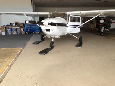 weighing a cessna 172, weighing a cessna, cessna weight and balance, cessna aircraft scales